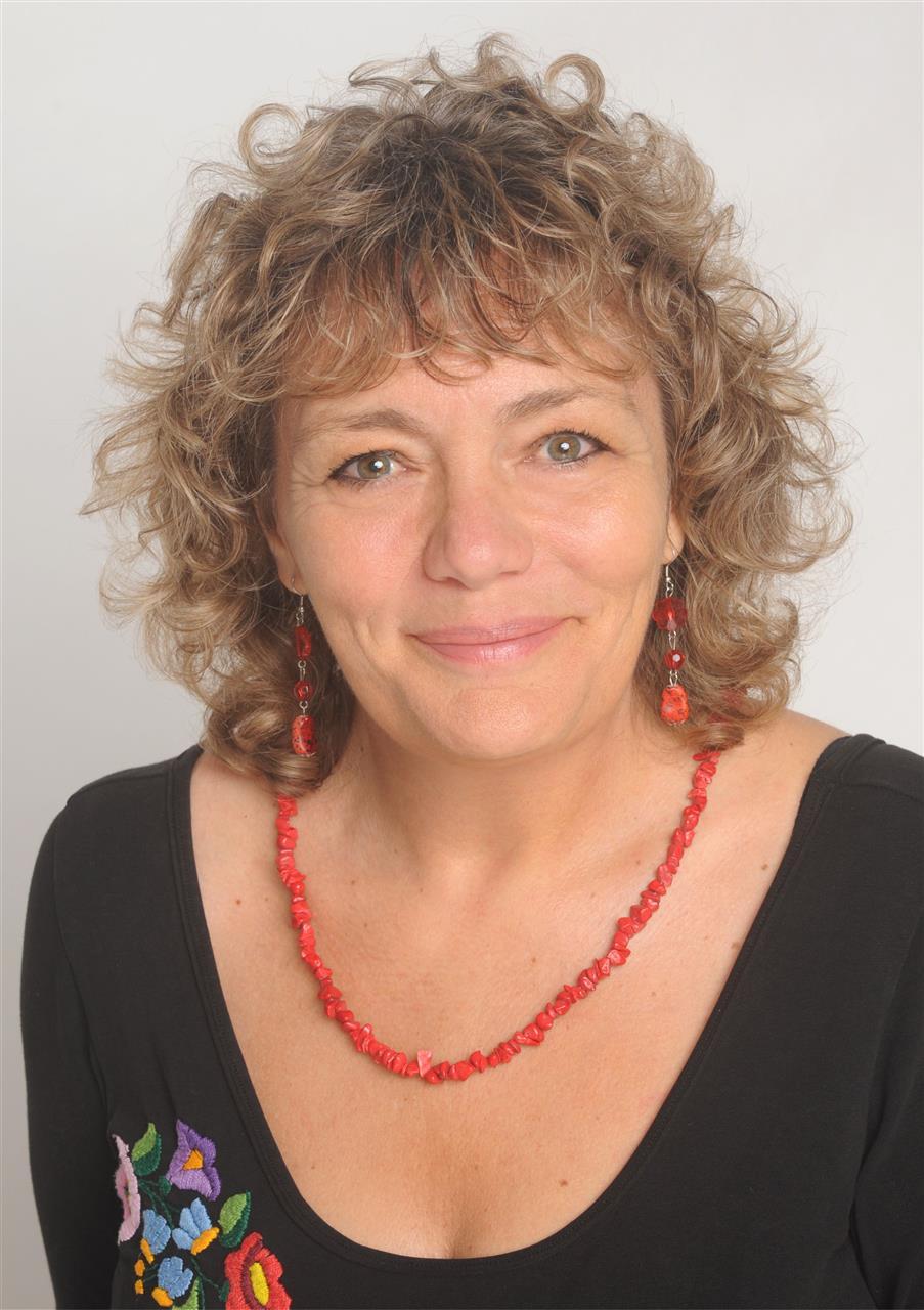 Dr. Fazakas Éva